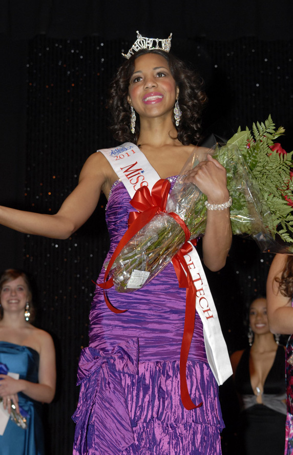 Jasmine Jones, Miss Lawrence Tech 2011, thanks the crowd for their support