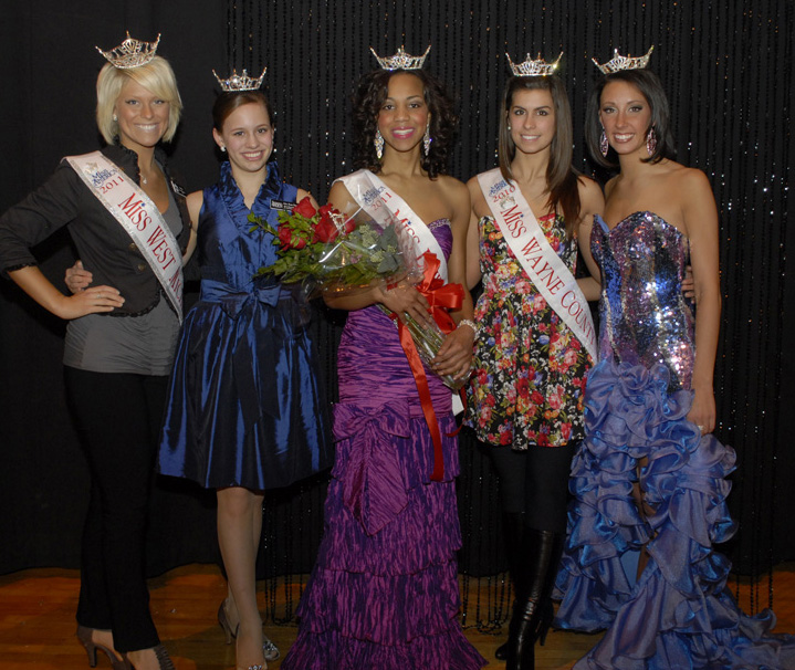 Jasmine Jone, Miss Lawrence Tech 2011 with other Michigan title holders